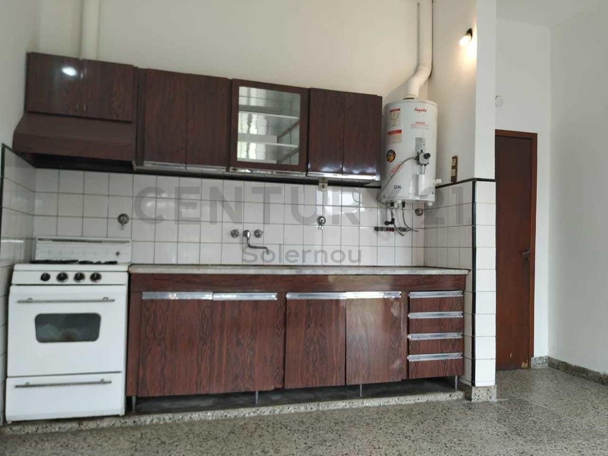 venta de casa 4 ambientes en luis guillon
