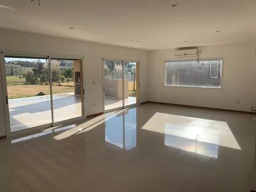 venta de casa 6 ambientes en b° santa juana de canning