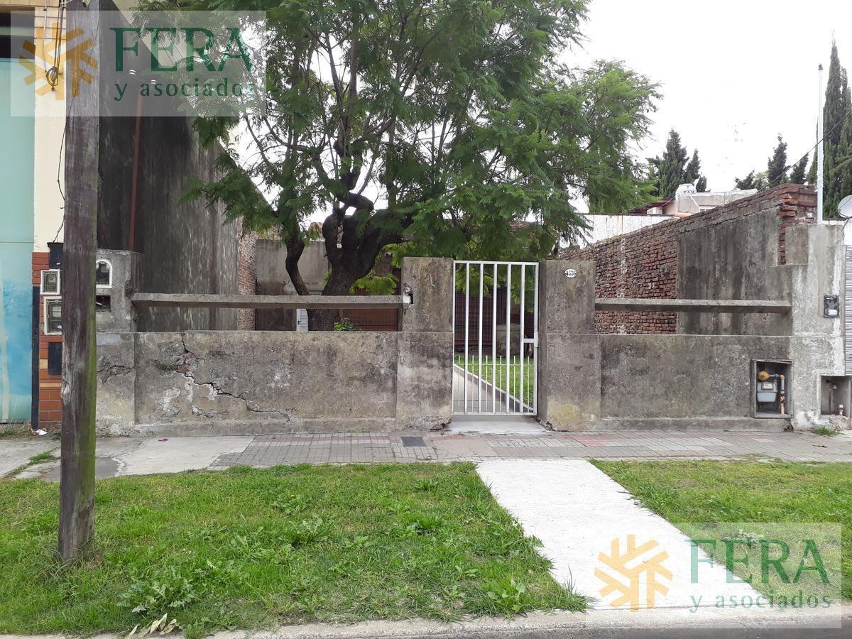 venta de casa a demoler . ideal inversor . valor terreno en  villa dominico ( 25474)