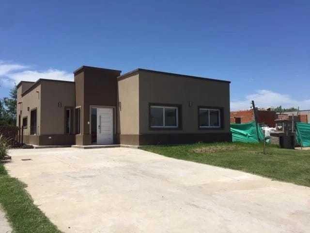 venta de casa a estrenar la cañada pilar dueño