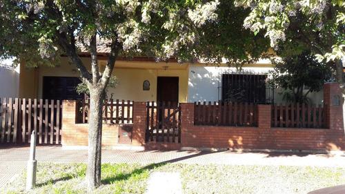 venta de casa calle 11 e/ 34 y 36 de 3 dormitorios y garage.  mercedes (b)