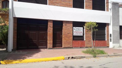 venta de casa centrica de 4 dormitorios, mercedes (b).