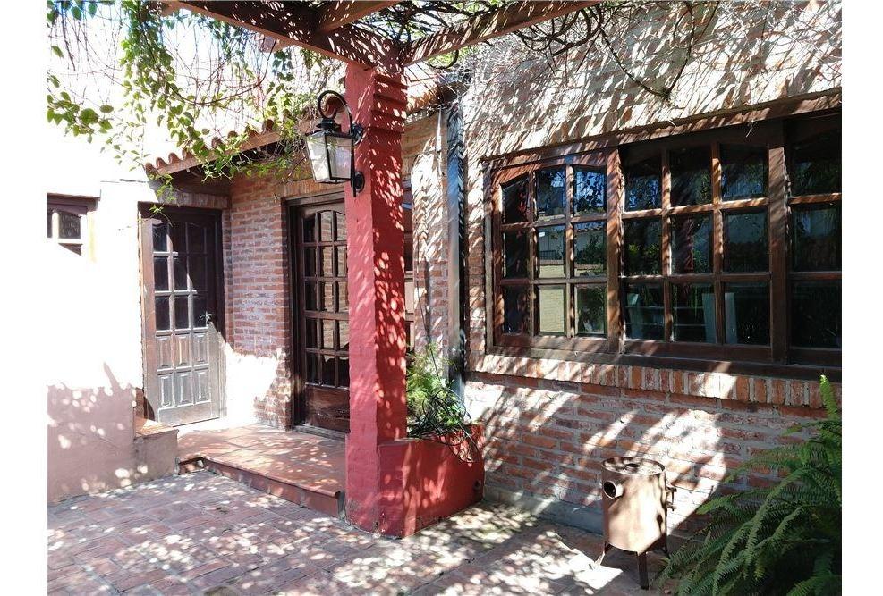 venta de casa con jardín, pileta y quincho - padua
