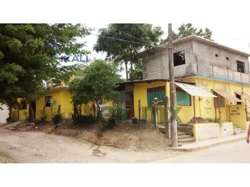 venta de casa con local comercial en tuxpan ver, en la calle libertad #25 esquina con calle ejido colonia ampliación enrique rodriguez cano en esta ciudad de tuxpan ver, cuenta con dos locales de 60