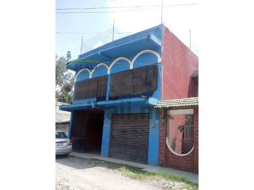 venta de casa con local comercial en villa ávila camacho puebla, se encuentra ubicada en la calle gonzalo bautista# 107 de la colonia el gran canal, cuenta con 287.60 m² de terreno y 360 m², en la pl