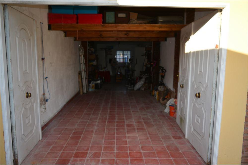 venta de casa con pileta en marcos paz