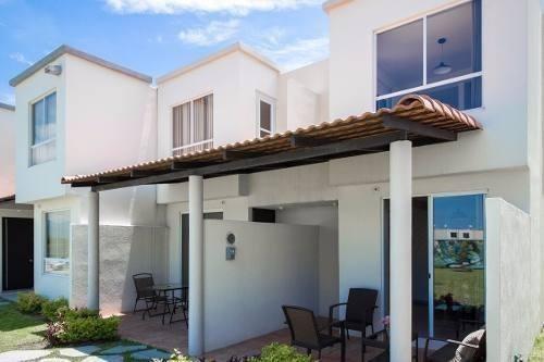 venta de casa con terraza,   frente ala alberca