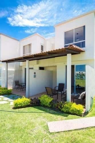 Venta De Casa Con Terraza Frente Ala Alberca