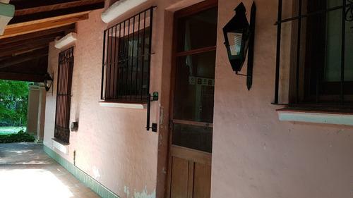 venta de casa de 3 dormitorios y cochera. barrio lowe..