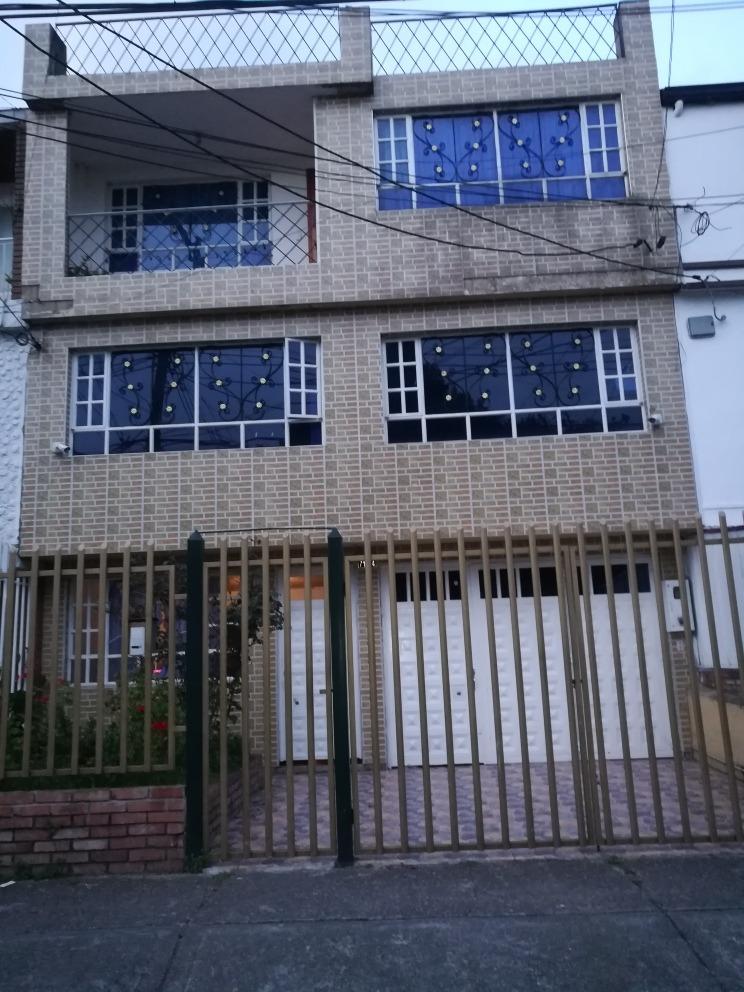 venta de casa de 3 pisos barrio dorado norte