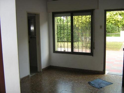 venta de casa de dos dormitorios en calle 97 y 8. u$s 63.000.