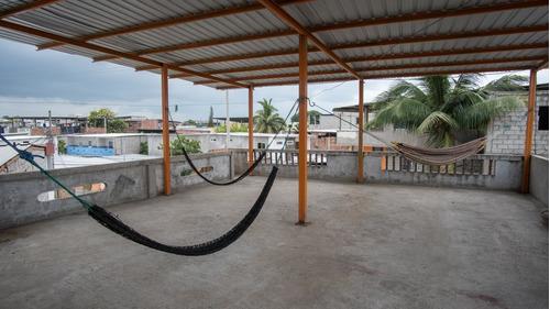 venta de casa de dos pisos con terraza y parqueadero