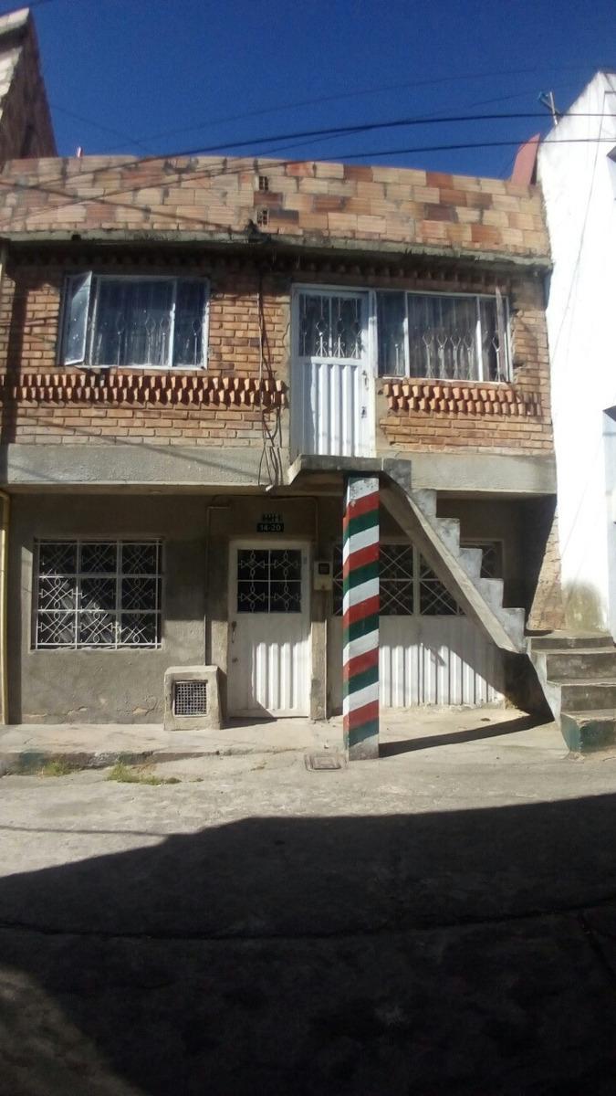 venta de casa de dos plantas y terraza