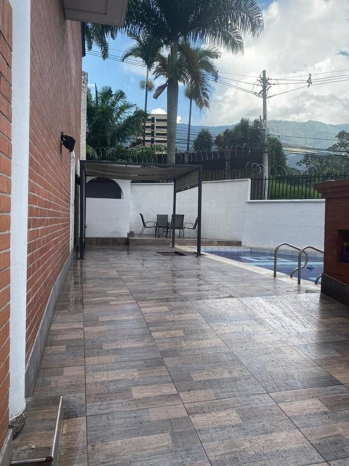 venta de casa el poblado con piscina privada