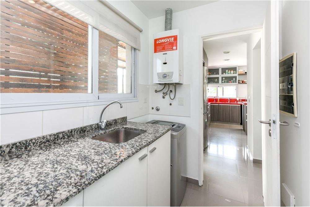 venta de casa en barrio el canton a/c