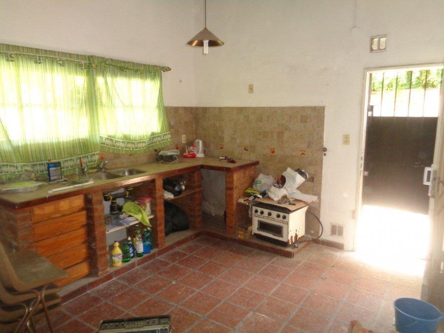 venta de casa en burzaco. barrio corimayo con quicho