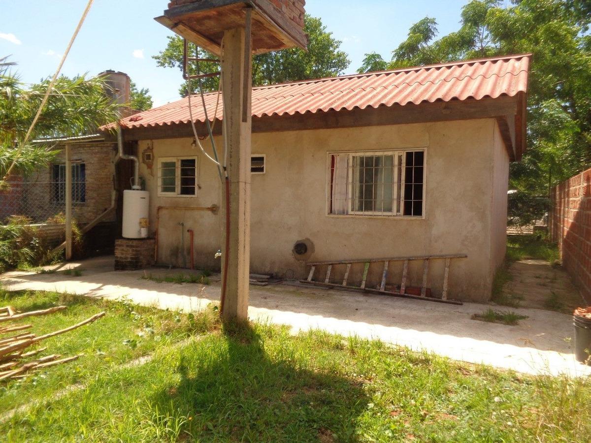 venta de casa en claypole 3 amb. c/jardin, garage y fondo