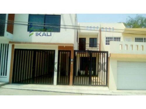 venta de casa en colonia anáhuac de poza rica, ver, se encuentra ubicada en la calle tamaulipas # 121 de la colonia anáhuac, cuenta con sala, comedor, cocina, cocina integral, 3 recamaras, 2.5 baños,