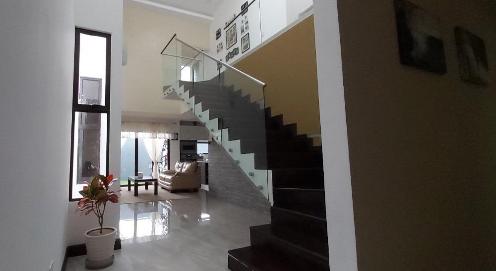 venta de casa en condominio 221 con 4 hab y 4.5 baños