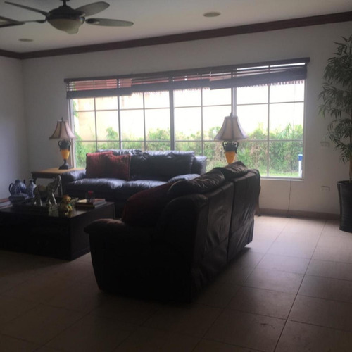 venta de casa en costa del este 19-6111hel
