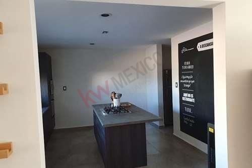 venta de  casa en fraccionamiento monterra, con vigilancia las 24 hrs del dia. precio 5'400,000 mn