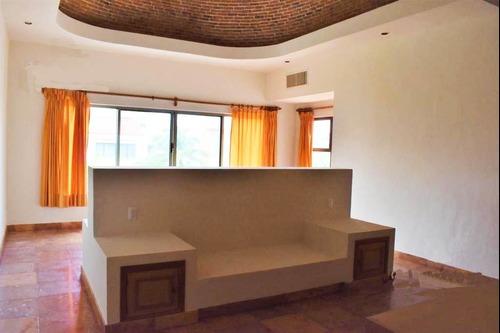 venta de casa en isla dorada cancún con muelle y alberca