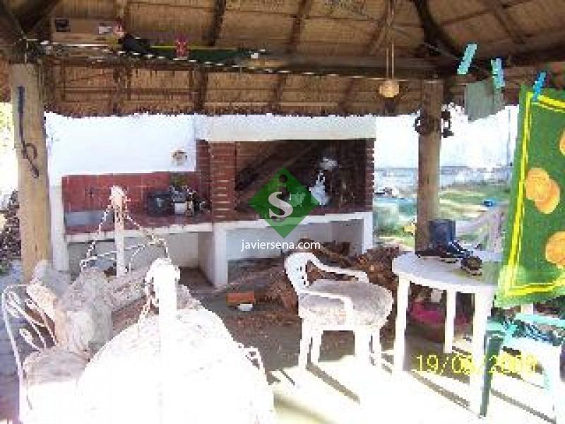venta de casa en la mansa, lindo chalet de 4 dormitorios, a una cuadra del mar.- ref: 44108
