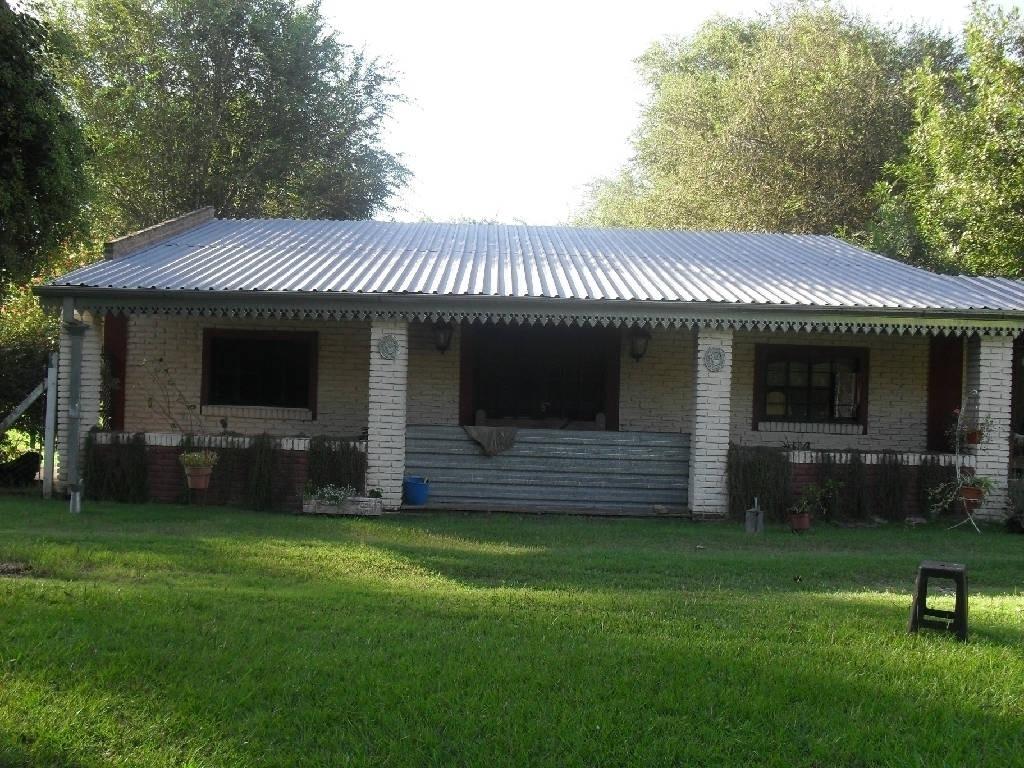 venta de casa en lujan con 2 casas y pileta