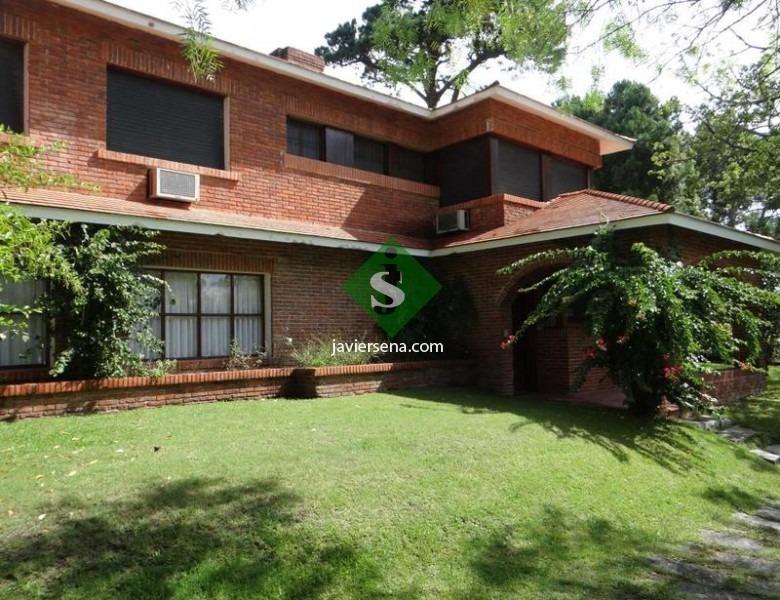 venta de casa en rincon del indio, 7 dormitorios, 5400m2 de tierra.- ref: 44788