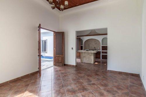 venta de casa en sumiya, un nivel, para remodelar