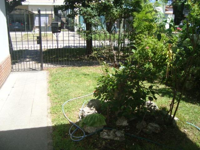 venta de casa en temperley .3 dorm. c/garage y parque