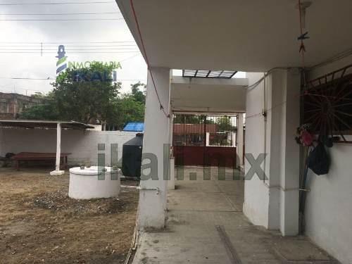 venta de casa en tuxpan veracruz colonia rosa maría. son 3 construcciones. la construcción 1: consta de casa habitación planta baja con pórtico, estancia, comedor, cocina, patio de servicio, 2 recama