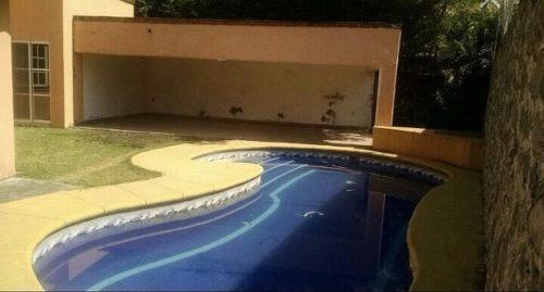 venta de casa en un nivel con alberca dentro de fracc. con vigilancia