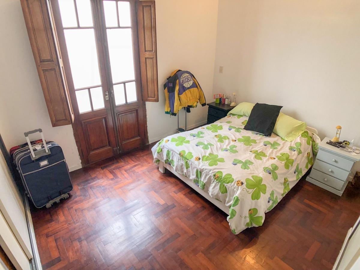 venta de casa en villa del parque con posibilidad de ampliación