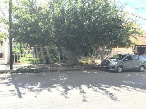 venta de casa ideal para negocio en avenida principal en los pinos mérida yuc.