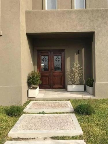 venta de casa muy linda en barrio san gabriel con pileta