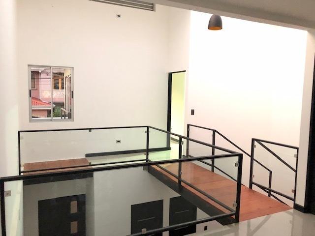 venta de casa nueva en tres ríos, diseño único y diferente
