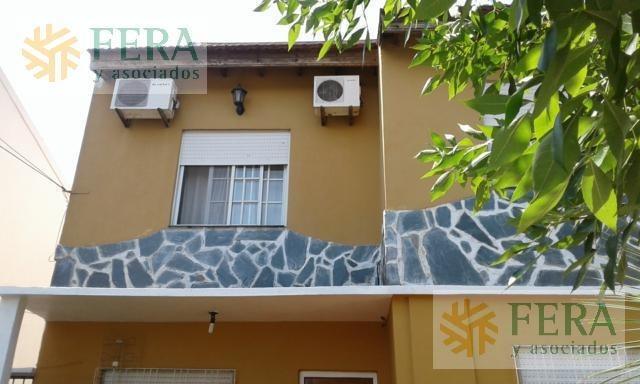 venta de casa para 2 familias, 6 ambientes con cochera en villa dominico (24145)