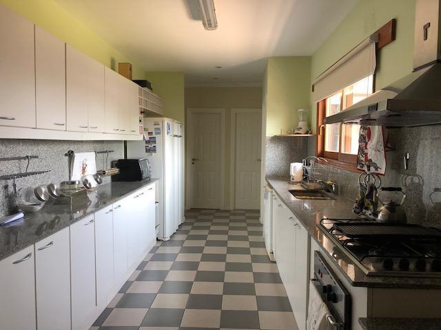 venta de casa principal importante en moreno, 23.500mts. con 44 boxes