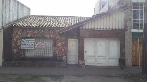 venta de casa s/ av. 2. entre 29 y 31, 3 dormitorios y cochera. mercedes (b)