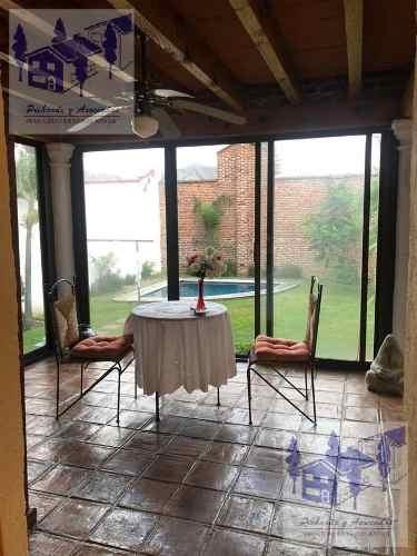 venta de casa sola con alberca y vigilancia en fraccionamiento en cuernavaca