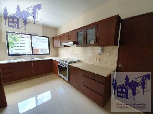 venta de casa sola con vigilancia en jardines de delicias cuernavaca