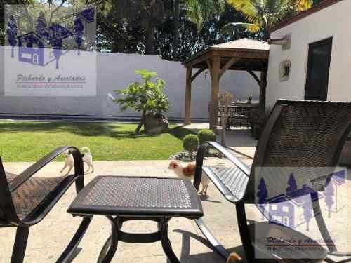 venta de casa sola con vigilancia en palmira, cuernavaca