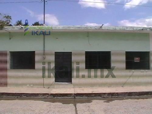 venta de casas en tuxpan veracruz de 2 rec. col. azteca 2 rec. centrica, cuenta con sala-comedor-cocina, 2 recamaras con closets, patio en la parte trasera con lavadero, todos los servicios públicos,