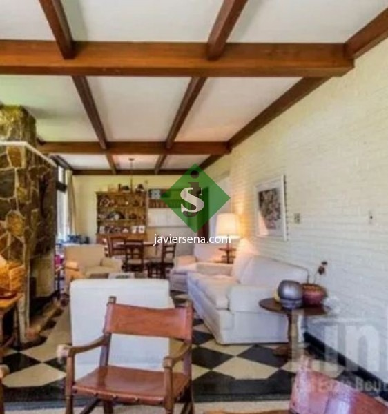 venta de chalet en barrio cordoba, 6 dormitorios, 4 baños, lindo lugar y gran terreno.- - ref: 166982