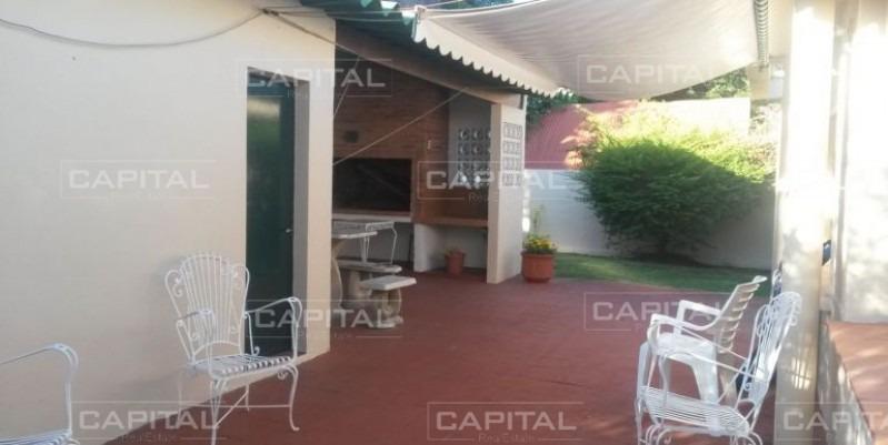 venta de cómoda casa en playa mansa a 150 metros de la playa-ref:28350