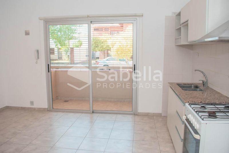venta de departamento 1 dormitorio con cochera, la plata.