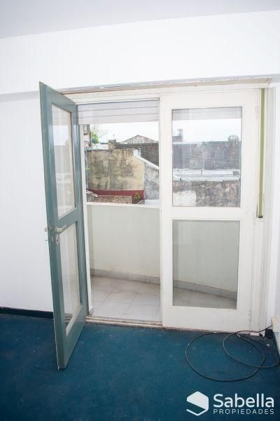 venta de departamento 2 dormitorios con cochera, la plata.