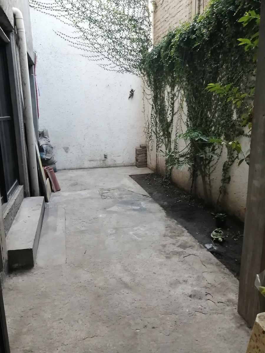 venta de departamento en planta baja con pequeño jardín