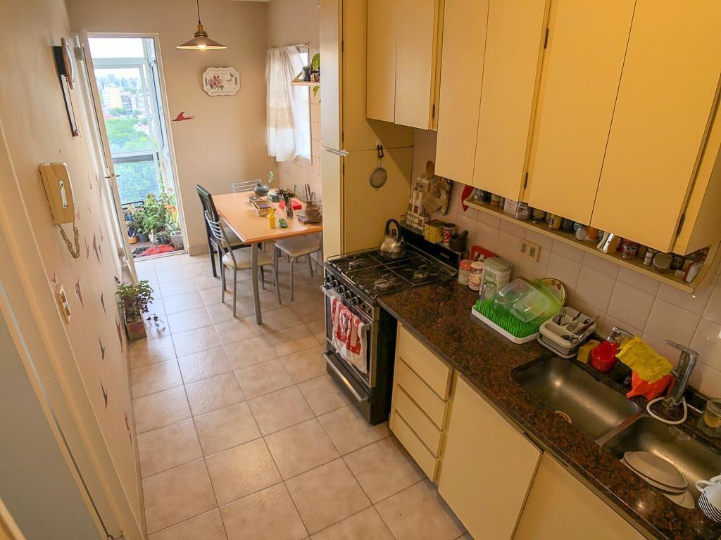 venta de departamento en villa urquiza con balcón y cochera